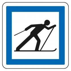 Accès à un circuit de ski de fond situé hors station de sports d'hiver
