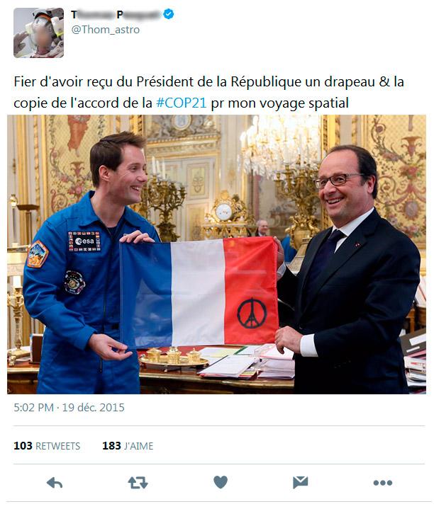 Fier d'avoir reçu du Président de la République un drapeau pour mon voyage spatial