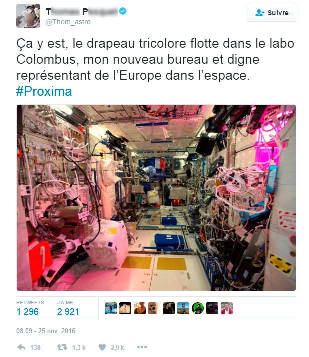 Ça y est, le drapeau tricolore flotte dans le labo Colombus, mon nouveau bureau et digne représentant de l'Europe dans l'espace.