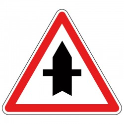 Intersection avec une route dont les usagers doivent céder le passage