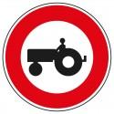 Interdit aux véhicules agricoles à moteur