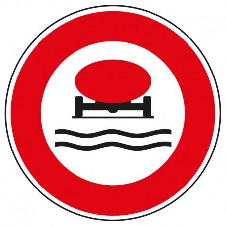Interdit aux véhicules transportant des marchandises polluantes