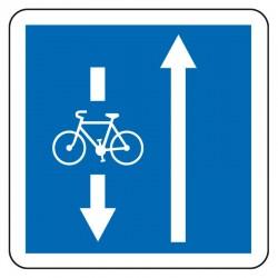 Voie dans le sens inverse réservée aux cyclistes