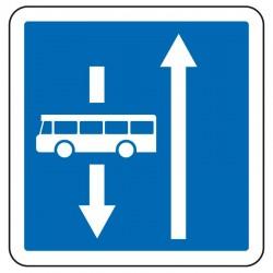 Voie dans le sens inverse réservée aux bus