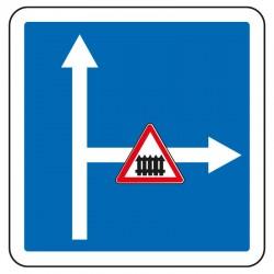 La prochaine à droite mène à un passage à niveau