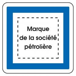 Station service (avec logo de la société pétrolière)
